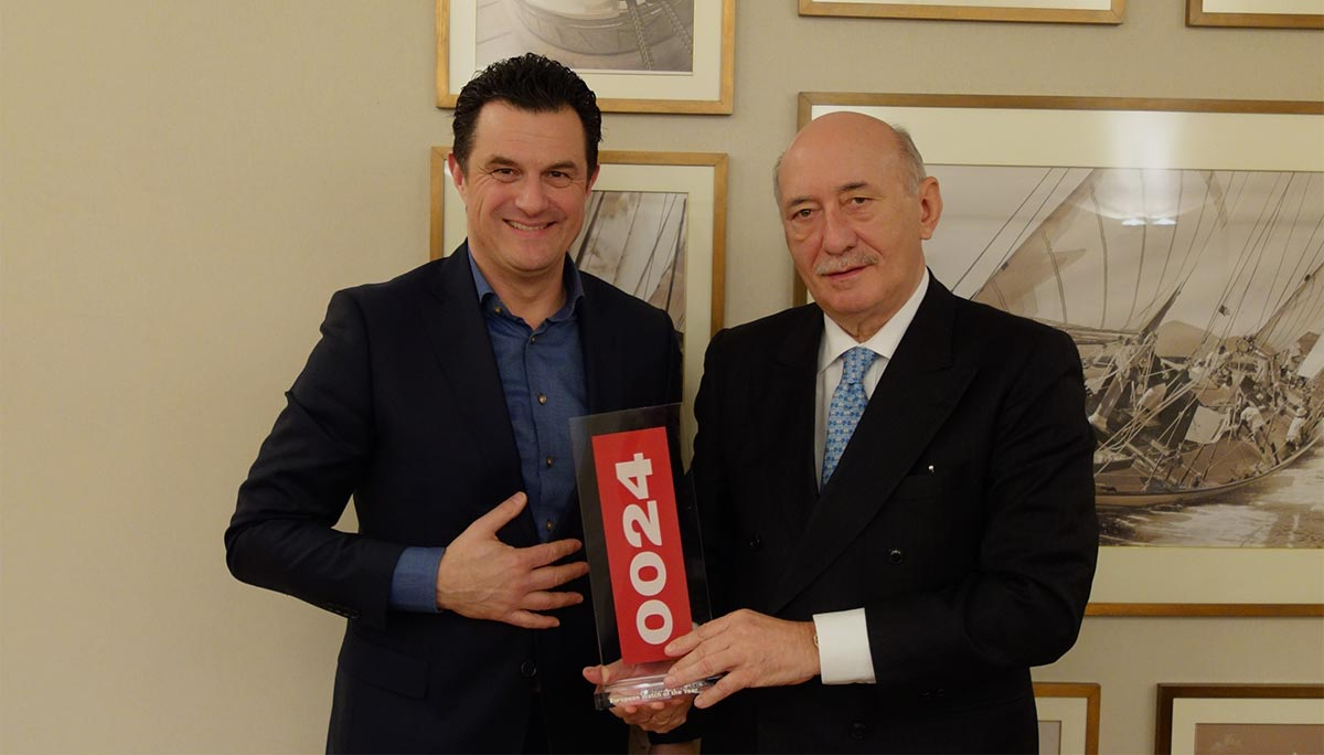 panerai-ceo-angelo-bonati-receives-the-0024-european-watch-of-the-year-award