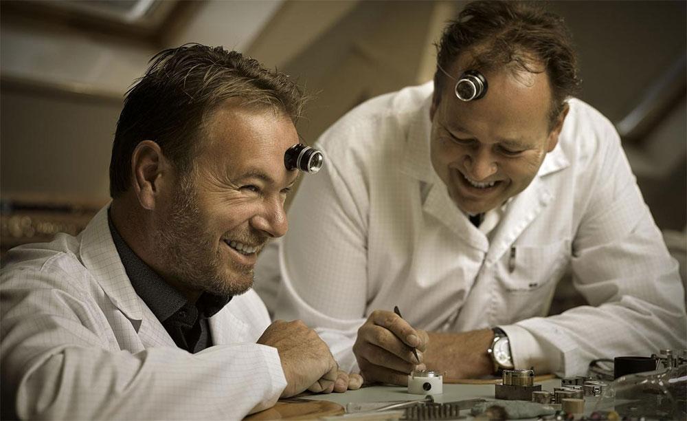 Bart and Tim Grönefeld at work