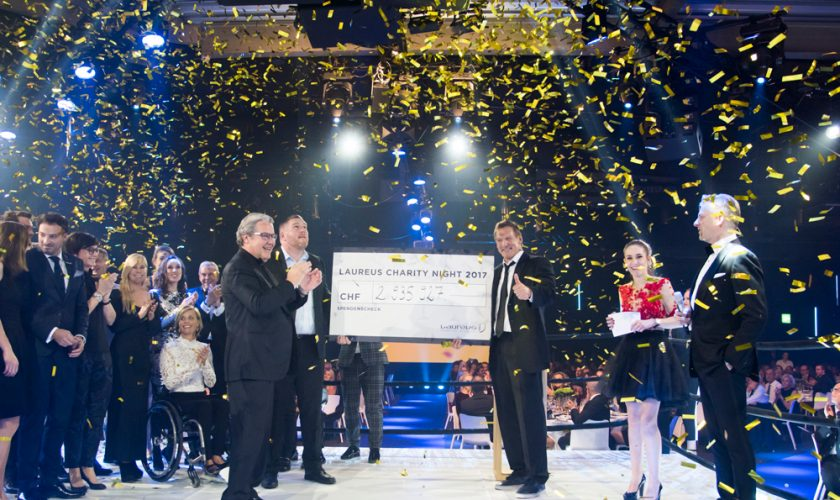 Christian Stucki, winner of this year's 'Unspunnen Schwinget' presents the Laureus Foundation Switzerland with a cheque of almost CHF 3 000 000. The high amount has been raised by around 700 guests.